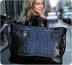 96a85feee7e1 Если вы ищете сумку для образа в свободном стиле, обратите внимание на большие  сумки из мягкого материала. Они смотрятся очень красиво, неформально.